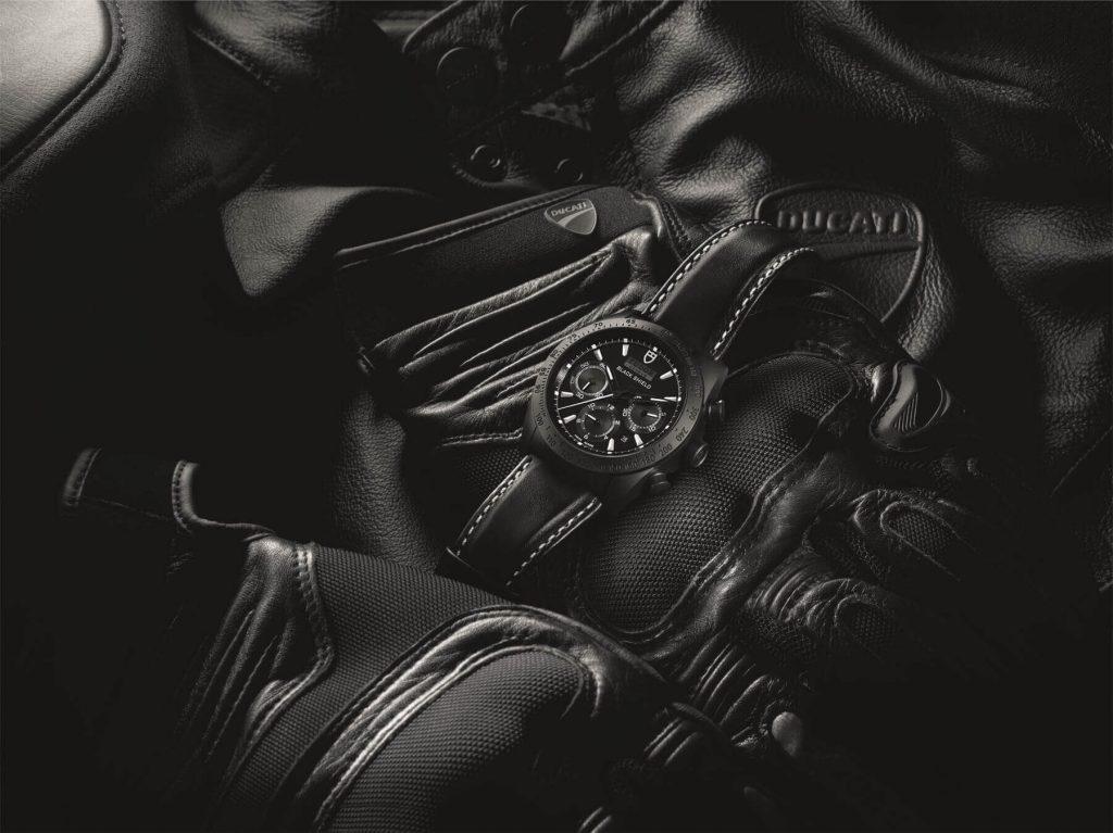 M42000CN-0017_black_leather_black_AMB