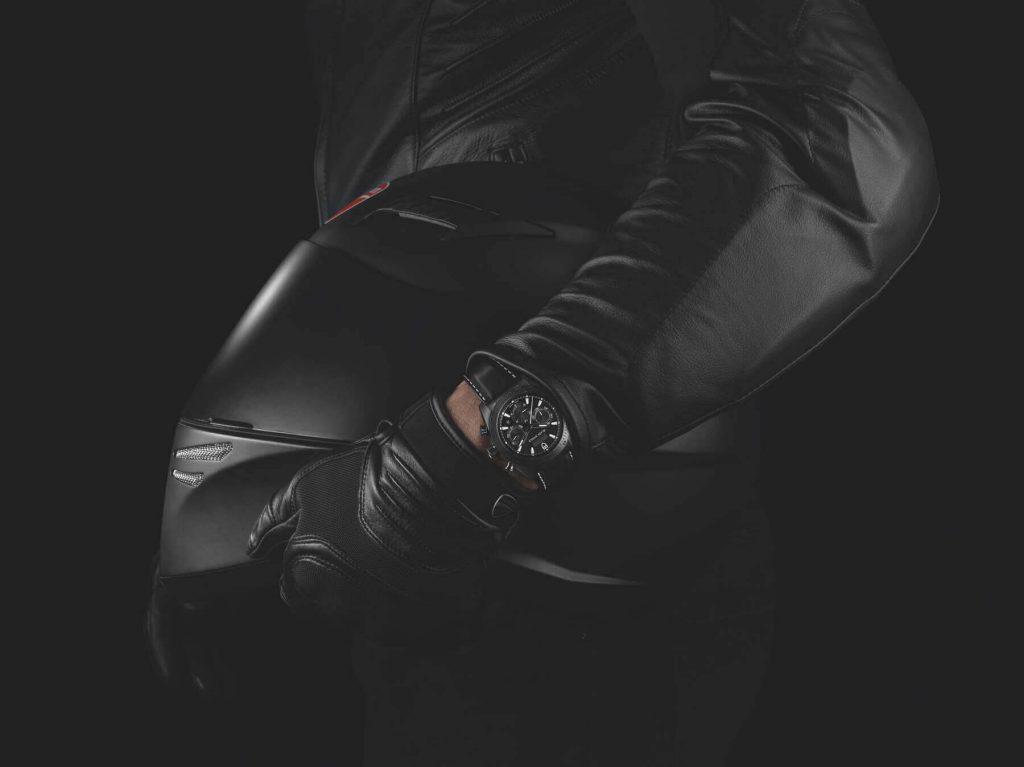 M42000CN-0017_black_leather_black_HAND