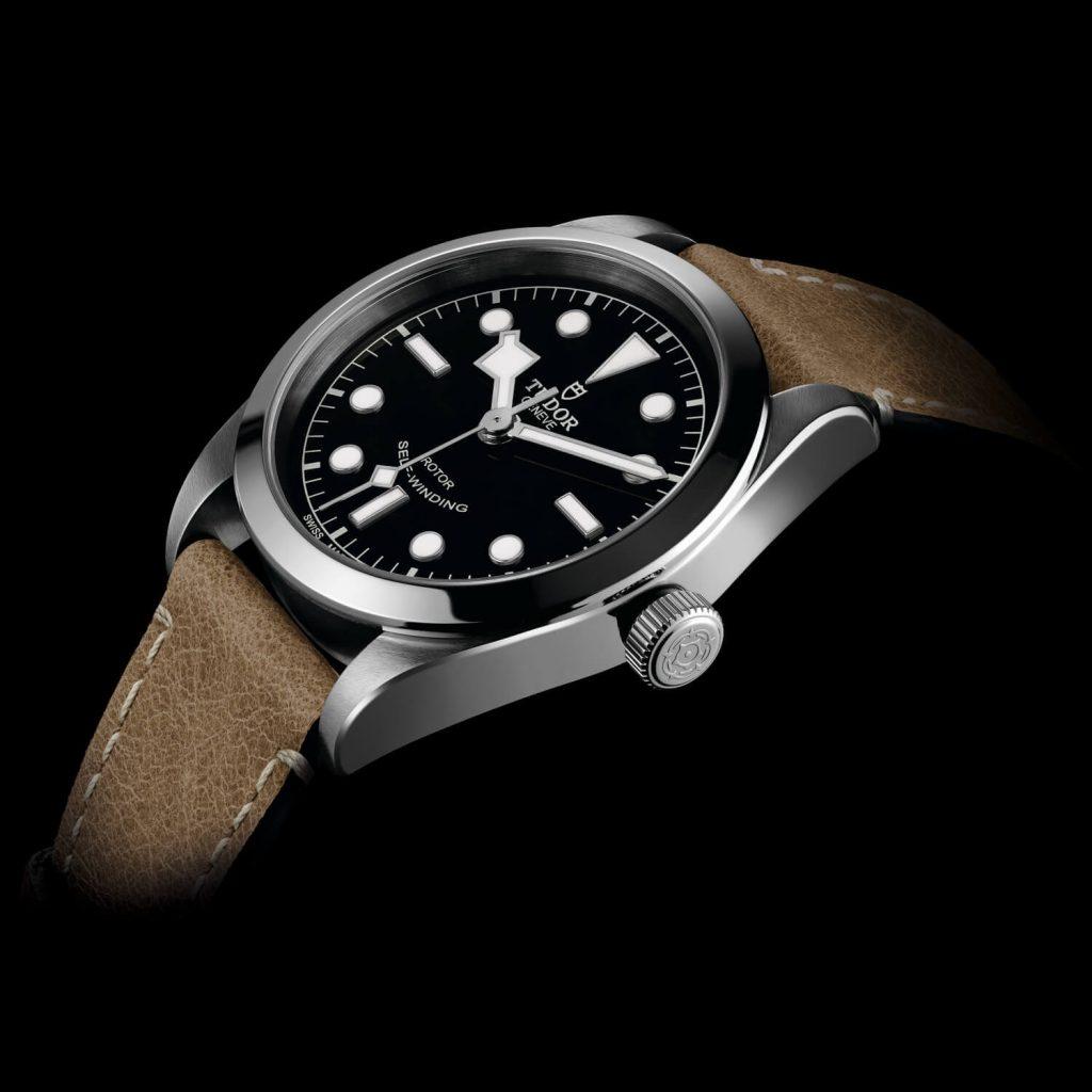 m79500-0002_black_leather_beige_det1_amb